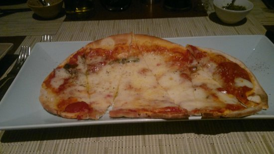 Favola at Le Meridien Chiang Rai Resort: Pizza 4 formaggi: De verdad?