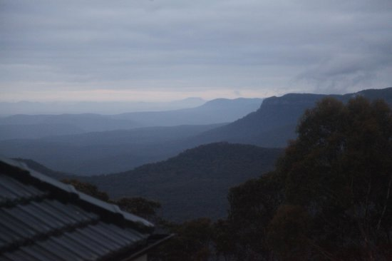 Lilianfels Resort & Spa - Blue Mountains: Looking out of our window just before sunrise