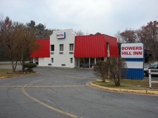 Bowers Hill Inn: Exterior of property