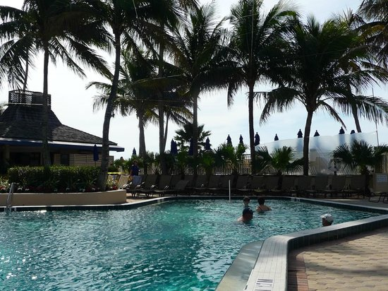 Hilton Marco Island Beach Resort: poolside