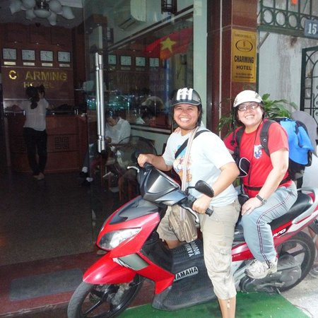 Hanoi Charming Hotel: Hong helped us booked a moto