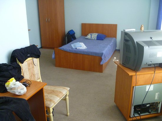 Aka Hotel: Clean and spacious room