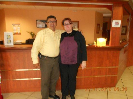 Armony Hotel : Eu e a gentil recepcionista...
