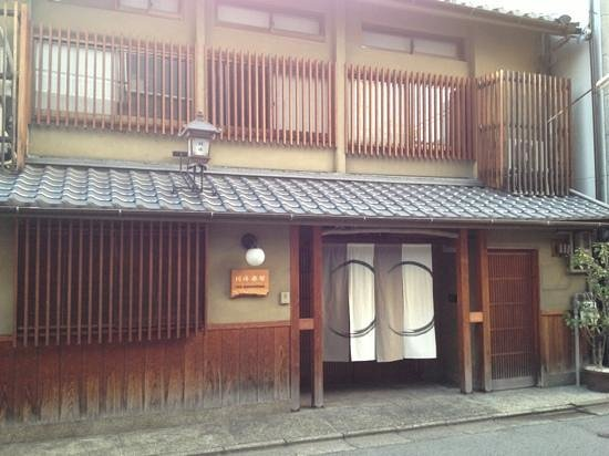 Inn Kawashima: just one street from busy shopping