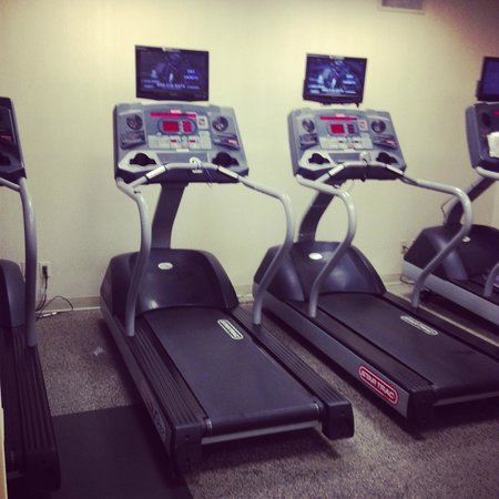 Melville Marriott Long Island: fitness room