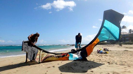 Kite Beach Inn: empty beach in the mornings