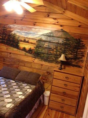 Foxfire Mountain Cabins : room mural