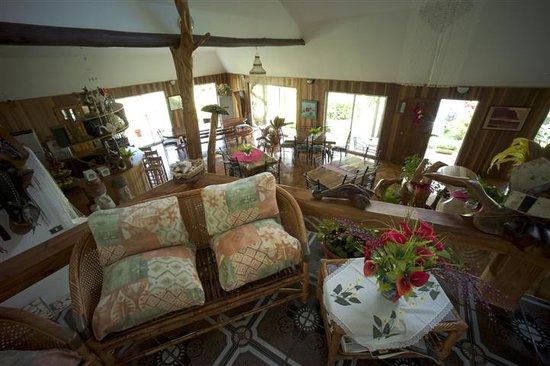 Chez Maria Goretti: sala de estar/living room