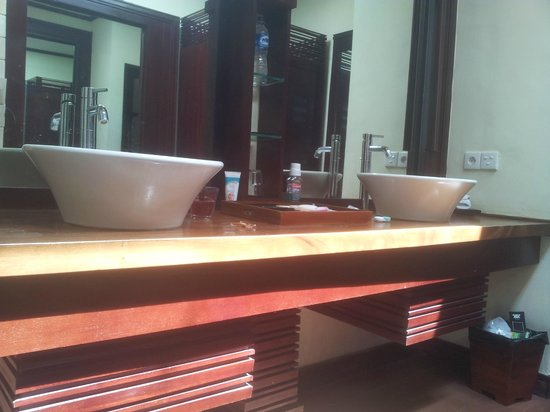 The Bali Dream Suite Villa Seminyak: bathroom sink area
