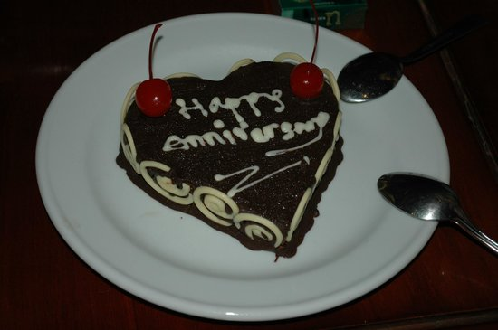 The Bali Dream Suite Villa Seminyak: The Anniversary cake(last min)