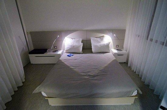 Novotel Suites Perpignan Mediterranée : Кровать.