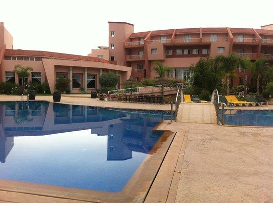 Menzeh Dalia: piscine et jardin