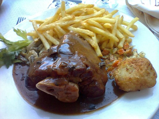Metzgerstuwa : Jambonneau sauce forestière
