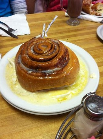 Campus Cafe: giant cinnamon rolls