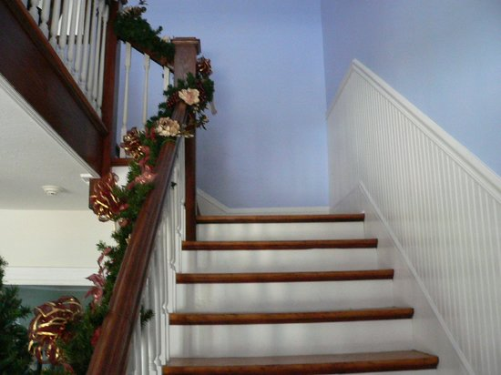 Blue Heron Inn - Amelia Island: Stairs to second floor