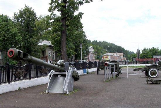 Motovilikhinskiy Plant History Museum: корабельная пушка