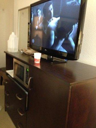 Ramada Inn Tempe at Arizona Mills Mall: new tvs