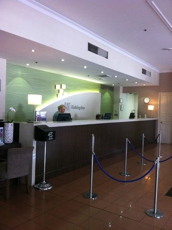Holiday Inn Darling Harbour: Front Desk