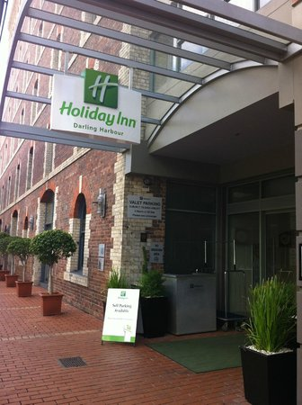 Holiday Inn Darling Harbour: Hotel Entrance