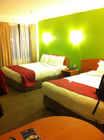 Holiday Inn Darling Harbour: Room 733, which is more spacious ...