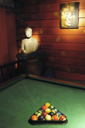 Golden Temple Villa: Pool table