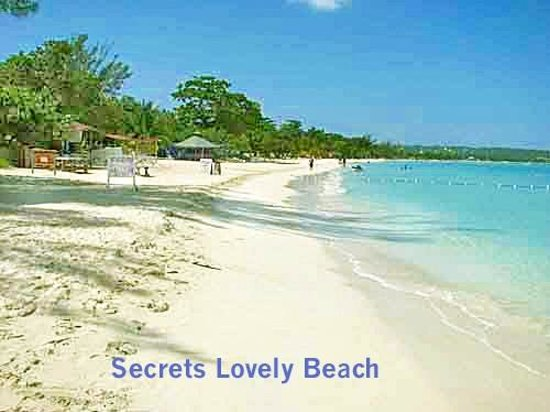 Secrets Cabins on Negril Beach: Secrets Beach and looking south
