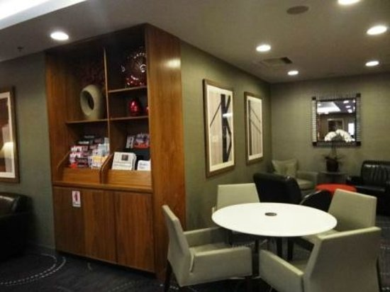 Club Quarters Hotel in San Francisco : Lounge area with reading material and tourist info. available.