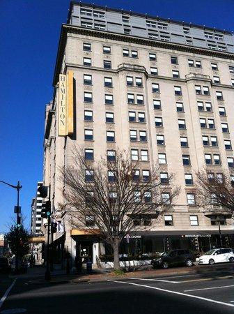 Hamilton Crowne Plaza Hotel: View of hotel