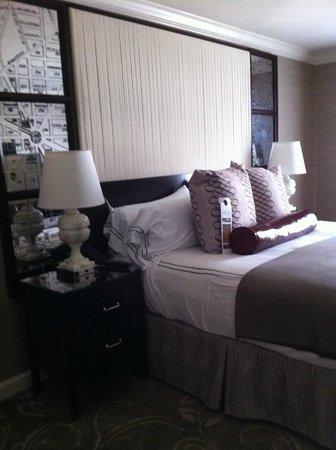 Hamilton Crowne Plaza Hotel: Room