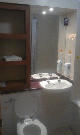 Premier Inn Manchester City Centre - Portland Street: Bathroom
