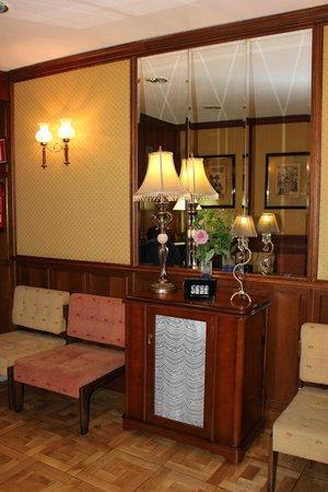 Hotel Castellano I: Recepción
