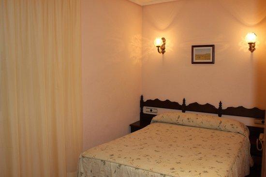 Hotel Castellano I: Habitacion