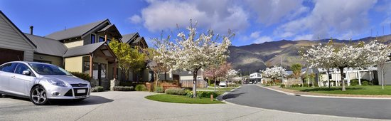 Wanaka Luxury Apartments: View out 1,2&3 bedroom apartment