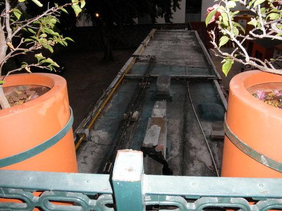 Holiday Inn Merida : Detalle de los extractores pegados a la terraza de la habitación