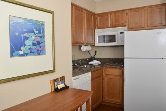 Aspen Suites Rochester: Kitchenette - Available in Every Room