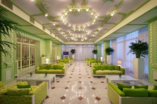 Hotel Continental: green room