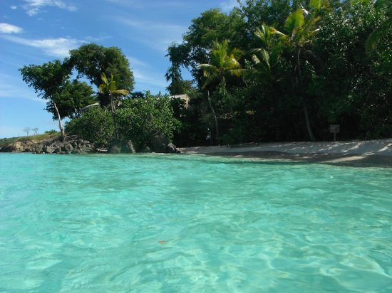 Salomon Beach: Looking toward Honeymoon Beach