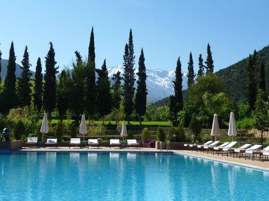 Kasbah Tamadot: Across the pool