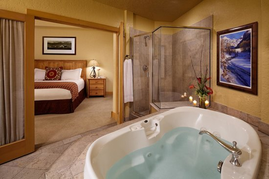 Fairmont Heritage Place, Franz Klammer Lodge: Bathroom