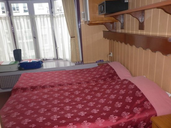 Hotel Nadia: Letti