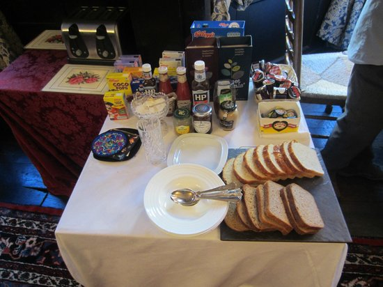 The Old House Suites: breakfast extras