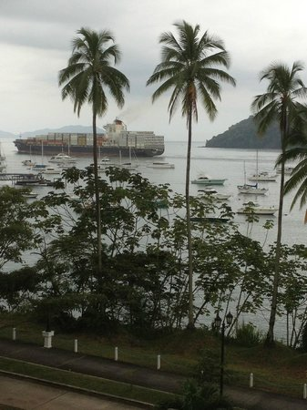 Country Inn & Suites By Carlson, Panama Canal, Panama : Sitting on balcony enjoying the view of ships on the Panama Canal