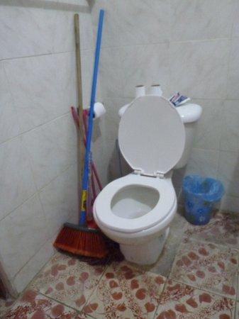 Bachelor Inn: 2