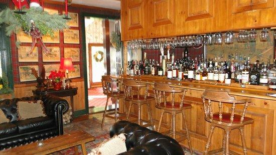 Antrim 1844 Country House Hotel: Pub