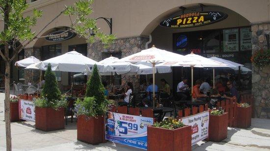Gondola pizza: Summer patio
