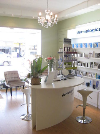Skindynamique Waxing & Skin Centre : Inside reception looking out