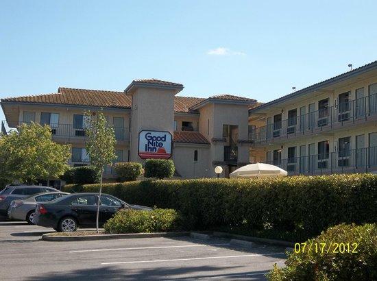 Good Nite Inn Sacramento: View From Howe Ave