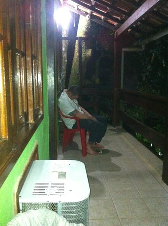 Aquario Hostel: Drunk man outside our room at Aquario Hostel 
