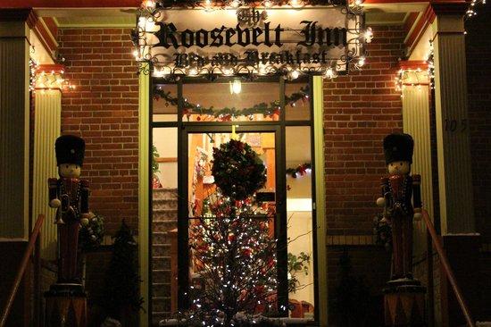The Roosevelt Inn: Front door