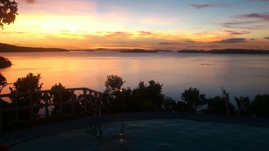 AL FARO Cosmio Hotel Palawan: Al Faro sunset
